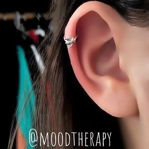 🐝 honey bee helix/tragus hoop earring
